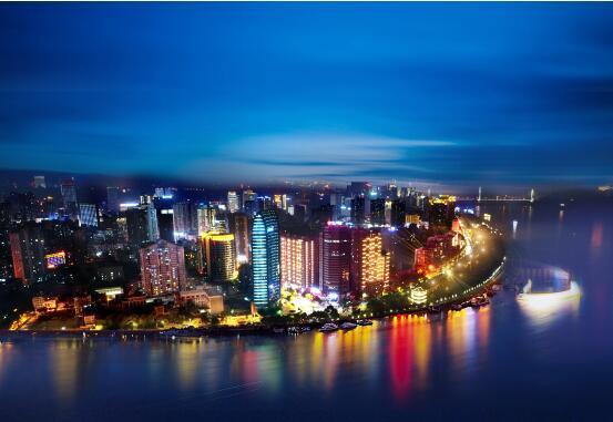 宜昌中心:塔尖豪宅 超越生活之上