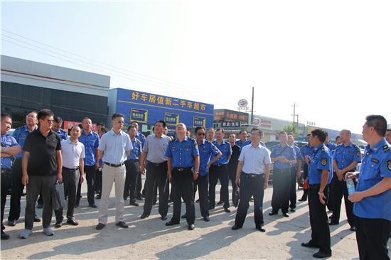 市城管局在襄州区召开户外广告整治现场观摩会