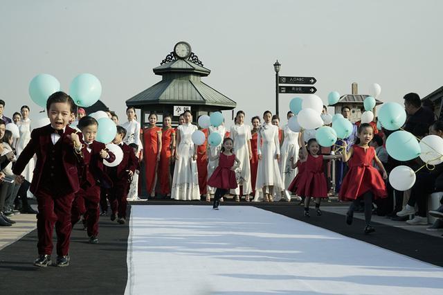 武汉时装周知音号上开启T台秀 感受时尚传承3代人