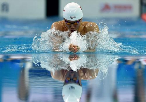 全国游泳冠军赛:闫子贝获男子100米蛙泳冠军