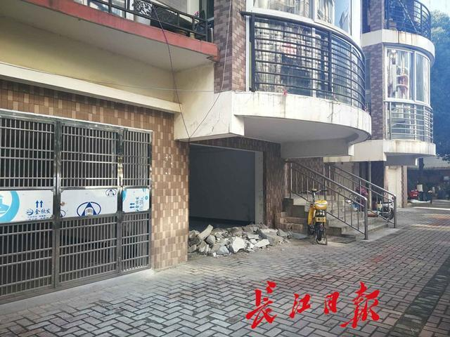 武汉一小区多个业主把库房改成房屋 对外出租