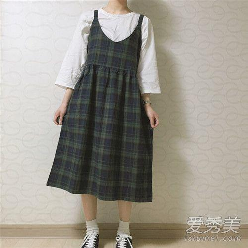 怎样搭配针织吊带裙 V领吊带裙修饰身材效果100分