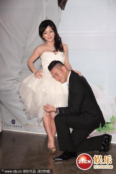 台湾,郭人豪(原名郭世伦)25日在w hotel举行婚宴,老婆nina怀孕4个多月