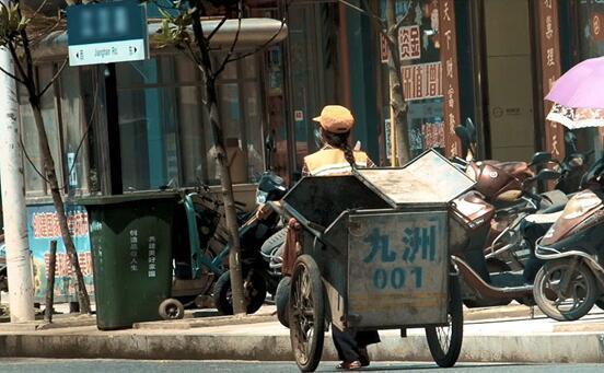 潜江环卫工人涂腊香 29年坚守一线守护街道环境