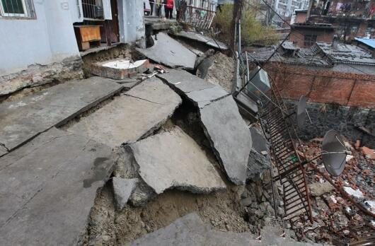 十堰一楼栋平台垮塌续 供电线路今日凌晨抢修完毕