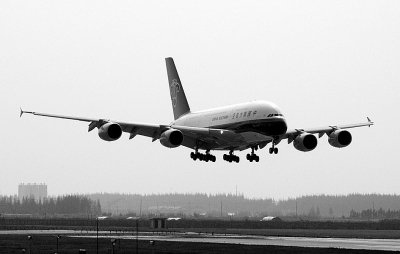 中国首架空客A380载客飞行 武汉旅客尝鲜(图)