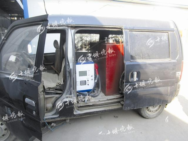 郧阳一男子私改面包车 装上油罐卖汽油牟利