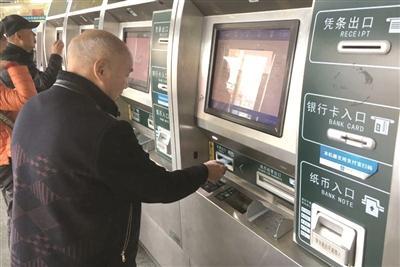 5火车站停售红色软纸车票 蓝色磁介质车票替代