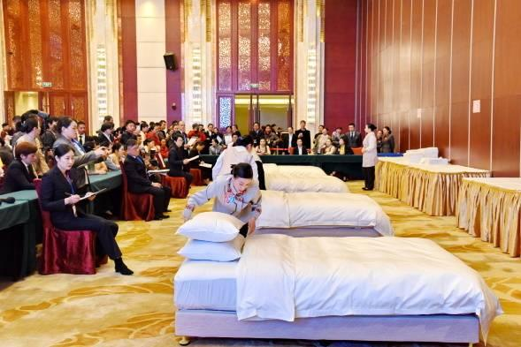 首届酒店服务业技能大赛在汉举行 百余选手现场秀绝活