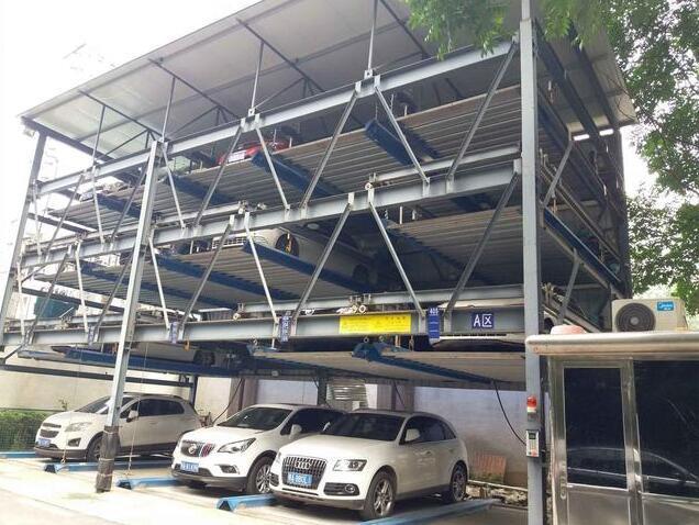 """武汉一小区""""吃螃蟹""""建了立体车库 不再停车难"""