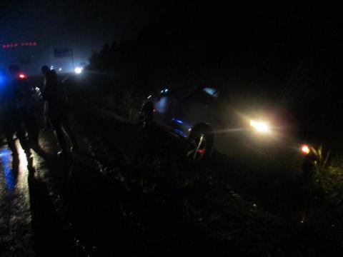 网约车与前车发生冲突 被逼停后侧翻到水沟里