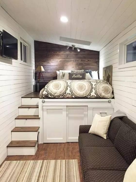 发现没有,第二个阶梯还有个小小的猫窝,家里养小型宠物的朋友可以