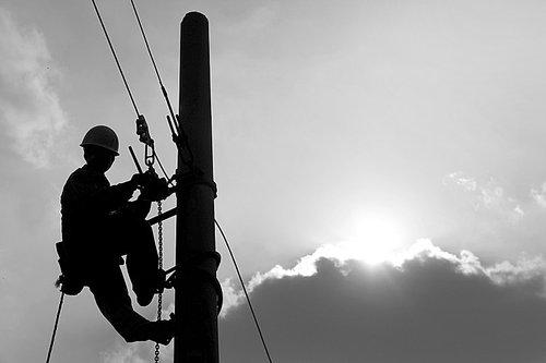 发改委组合拳:销售电价上调3分 合同电煤涨价不超5%