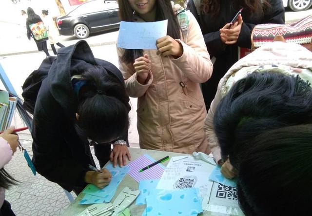 """武汉一高校开展""""时光寝书""""活动  写信给未来的自己"""