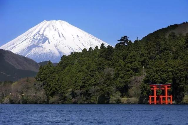 这个隐藏在富士山下的温泉小城千万别错过