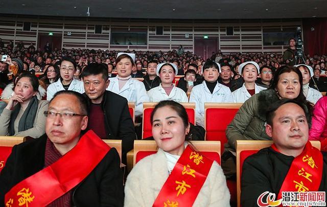 潜江市百余名模范及一线工作者受邀出席潜江春晚贺新春
