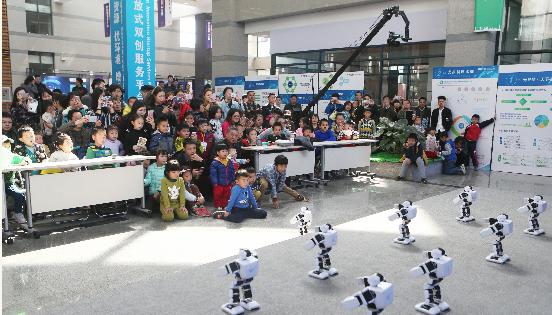 一大波机器人汇聚光谷 1800件创客产品集中亮相