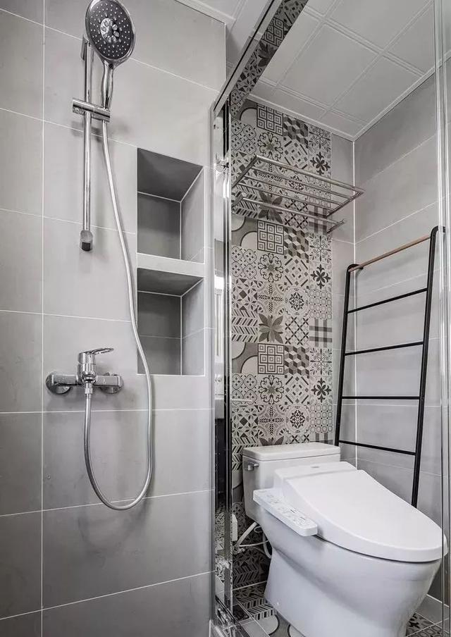 卫生间都不通铺瓷砖了,开始加点这个