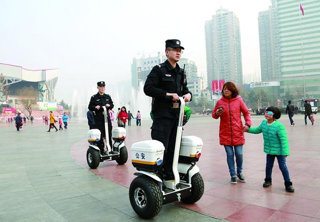 十堰首次将智能电动平衡车运用到民警巡逻工作