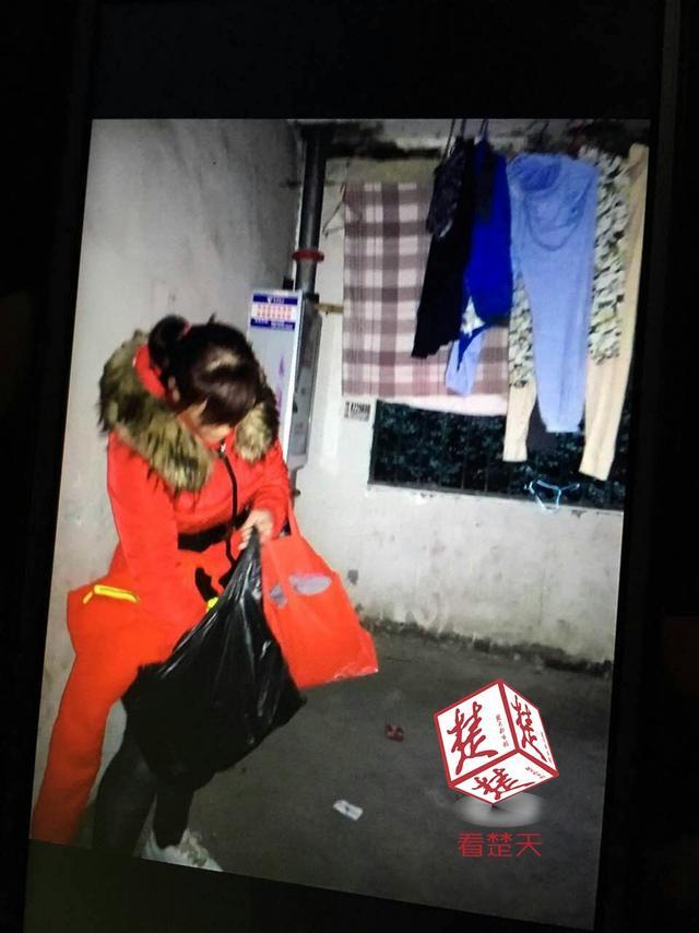 儿子过年还没有新衣服 女子偷红棉袄被拘留(图)