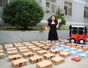 武汉一女大学生开学收66个快递 寝室都堆不下