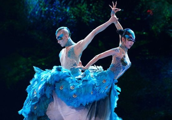 昨晚,杨丽萍来到武汉用舞剧《孔雀》再一次震撼了琴台大剧院所有观众.