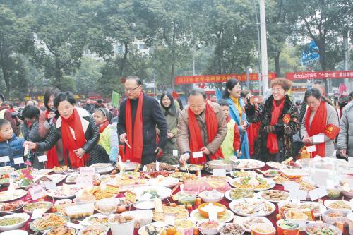 汉川一社区开办百家宴 200多位居民齐聚一堂