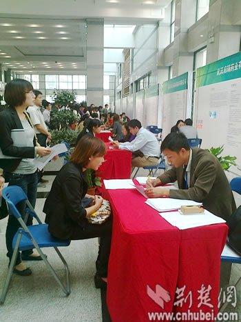 武汉光谷软件园举行万人招聘会 学历与能力开战图片 42218 350x467