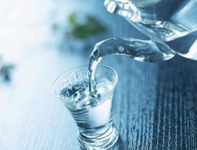 喝水养生的小窍门:口渴才喝好水也伤身!