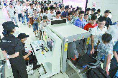 武汉地铁安检升级 携带超2万毫安充电宝禁止乘车
