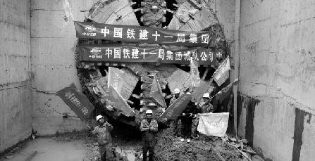 武汉地铁2号线积玉桥站到体育南路站双向贯通