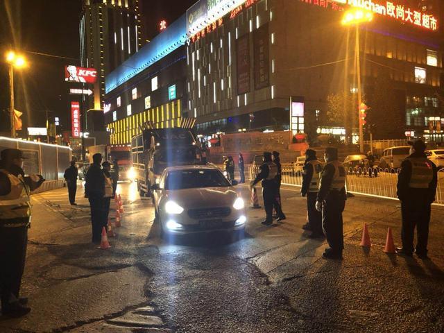 武汉一晚查获10起酒驾 还有司机带着4岁孩子