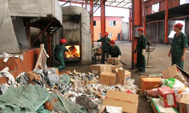 襄阳集中销毁10吨假劣食药品 涉案货值千万元