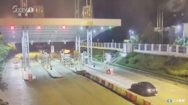 酒驾司机高速遇交警 倒车逃跑结果撞上护栏