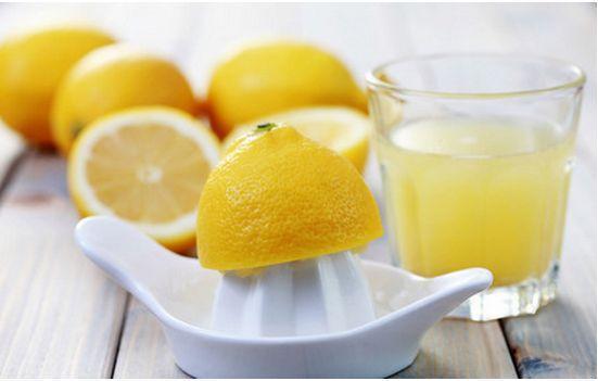 别只会用柠檬泡水喝 它能干的事儿多了