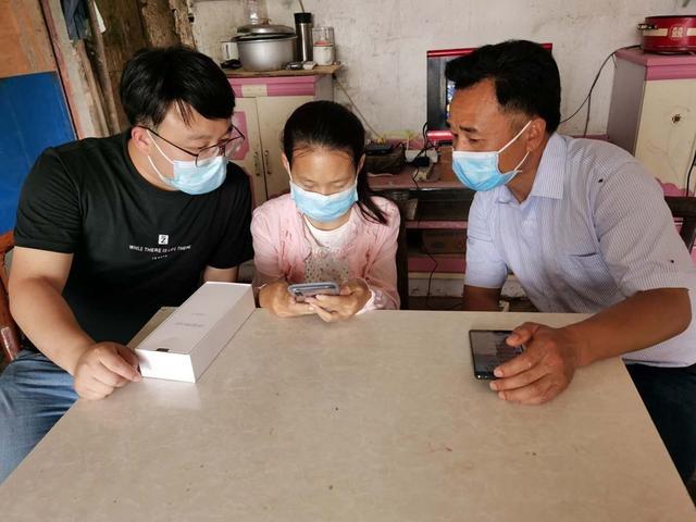 不让小姑娘搭棚蹭网 中国电信解燃眉之急