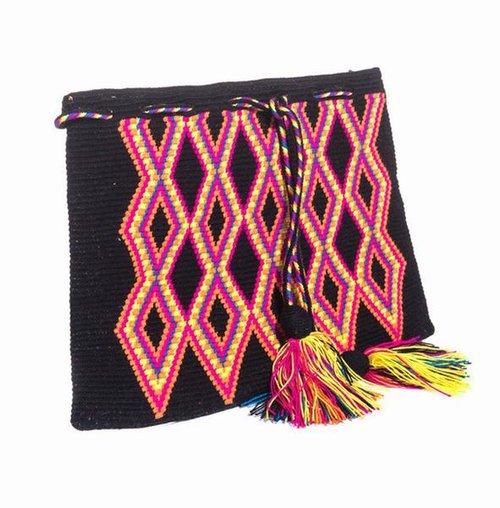 编织包:手工编织,缀以流苏