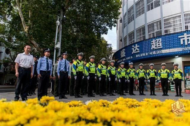 京山英雄警官救人牺牲 被救经理辞职当辅警