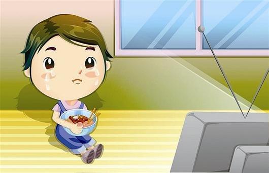 8国际儿童电视日 儿童边看电视边吃饭很普遍图片