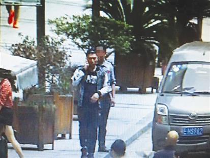 男子谎称要送货骗走司机1200元 看到他请报警