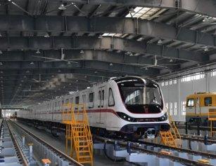武汉地铁5号线亮相:你好,首义红!