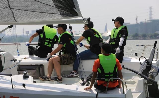 湖北首届大学生帆船邀请赛在武汉学院帆船基地举行