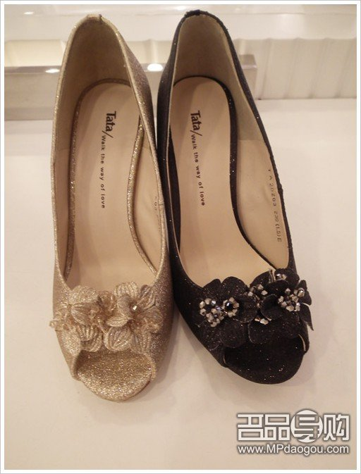tata凉鞋图片