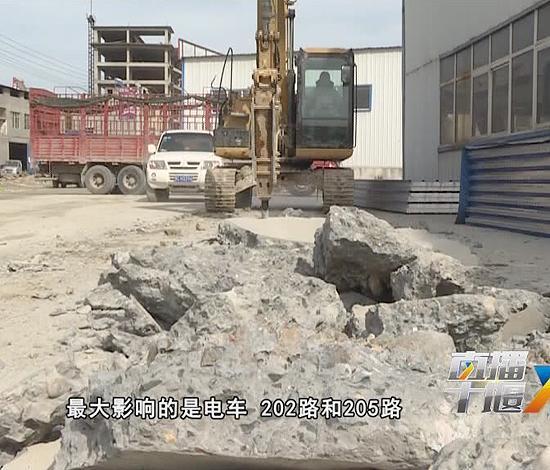 十堰这条3公里道路修2年仍未完工 居民出行叫苦