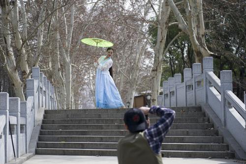 今日武汉暖出新高度 明天有雨高温直降5℃