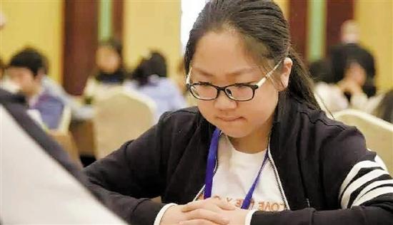 棋霸+学霸 12岁小姑娘成全国最年轻的象棋国家大师