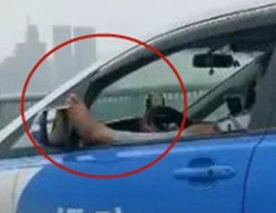 视频曝光!武汉一出租车内有人做不雅事