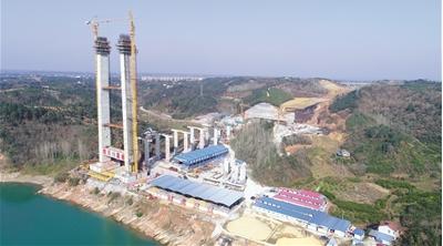 宜昌白洋长江公路大桥加快建设 北引桥墩柱完工
