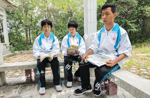 十堰三胞胎就读同一所高中 老师学生经常分不清
