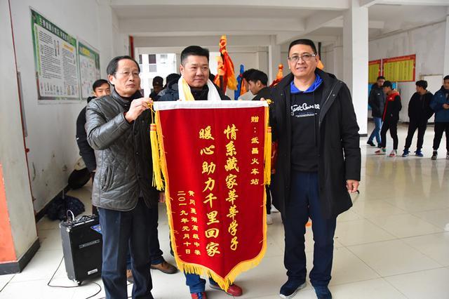 菱湖武昌老师高中师生藏族锦旗向湖北火车站工作人员献代表黄冈排名高中所有图片